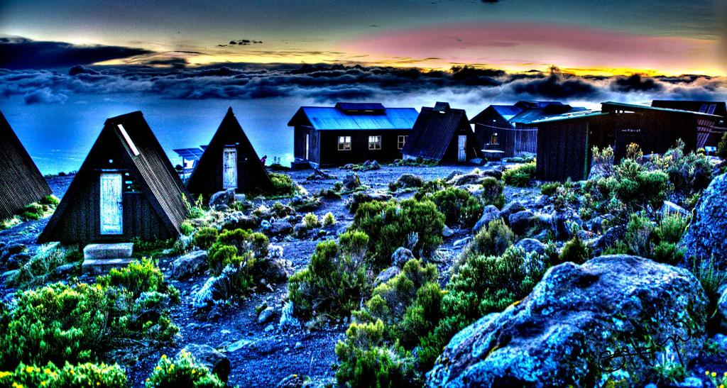 kili-horombo-hut_2140031_l
